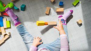 איך לעודד פעוטות לשחק עם משחקים לפעוטות