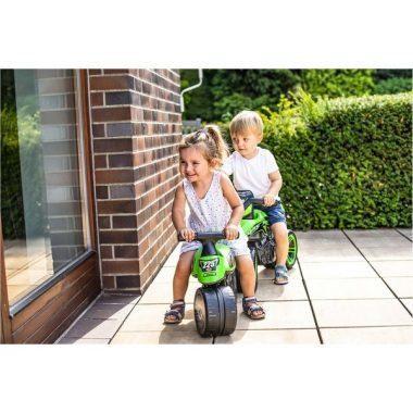 ילדים רוכבים על בימבה אופנוע FALK